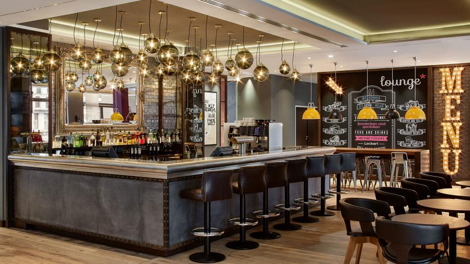 Premier Inn Frankfurt bar
