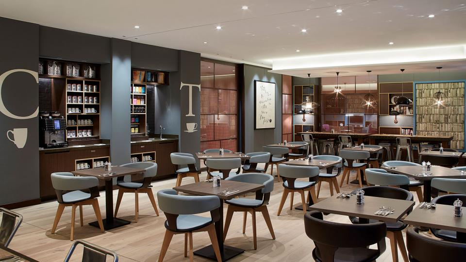 Premier Inn Frankfurt breakfast room