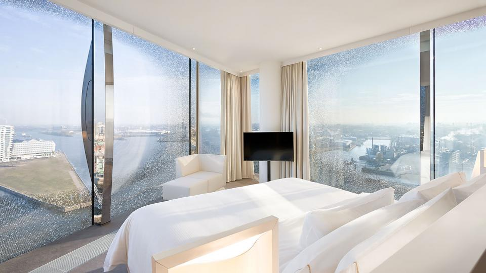 The Westin Hamburg Horizont Suite bedroom