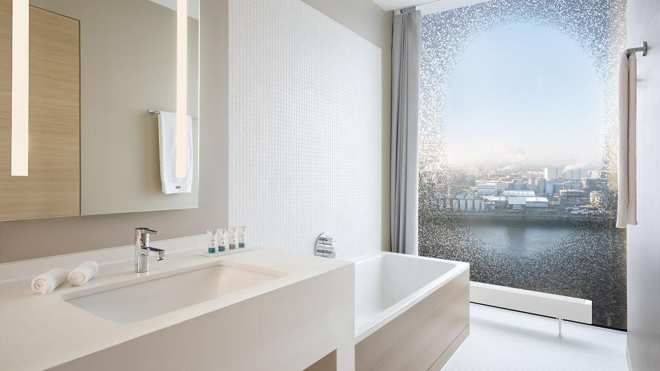 The Westin Hamburg panorama premium suite waterkant bathroom
