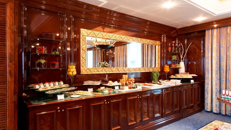 Ritz Carlton Moskau dining room