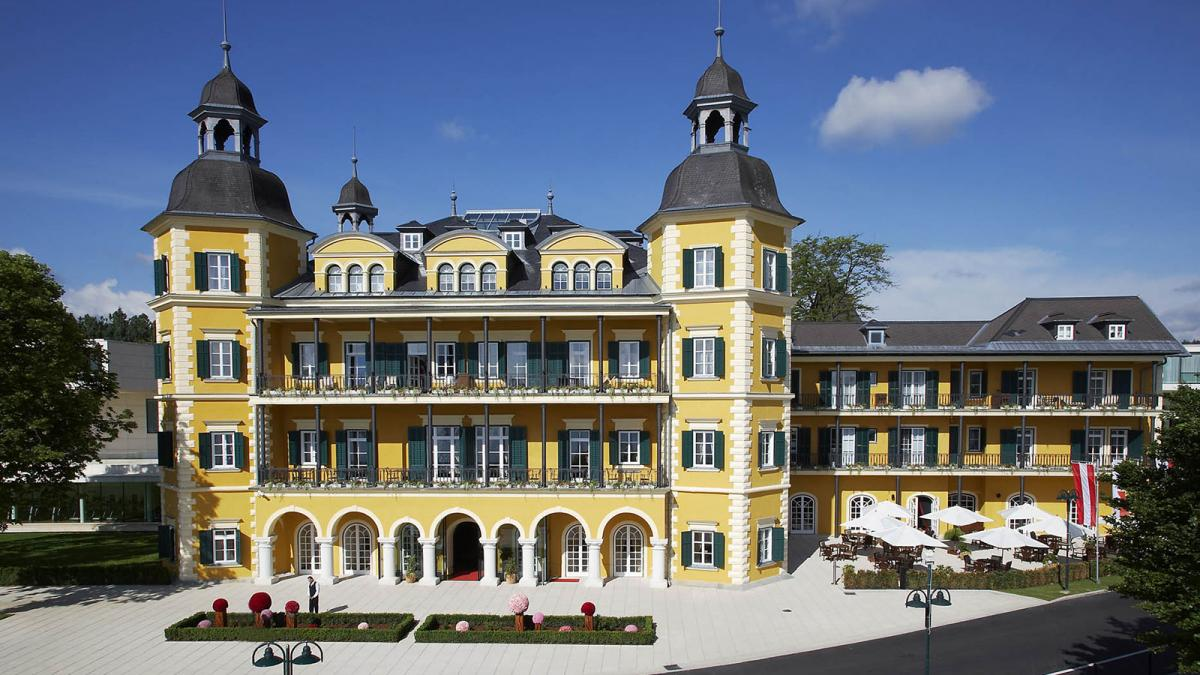 Schlosshotel Velden Aussenansicht